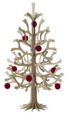 Keinmal gießen bitte: Dieser Weihnachtsbaum ist besonders umweltfreundliche und nachhaltig, denn er begleitet dich viele Jahre. Das Tannenbäumchen kommt flach verpackt zu dir und du kannst es ohne Kleber oder sonstige Hilfsmaterialien ganz einfach zusammenstecken.