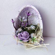 reizvolle Osterdeko zum Selber Basteln-lila Osterei mit Marmor-Effekt-Osternest