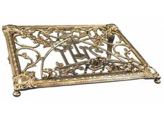 Atril de sobremesa de bronce con inscripción JHS / Bronze table top lectern. This lectern is ideal for a Concelebrated #Eucharist http://www.articulosreligiososbrabander.es/atril-de-mesa-de-bronce-con-inscripcion-jhs.html