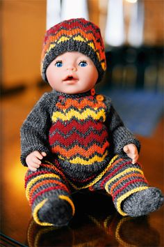 Dukker og dyr Baby Born Clothes, Girl Doll Clothes, Barbie Clothes, Knitting Patterns Free, Baby Knitting, Crochet Baby, Knitting Dolls Clothes, Knitted Dolls, Dolly Doll