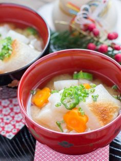 Ozoni is a traditional Japanese New Year's specialty food made from miso soup with vegetables and mochi (rice cakes). It's healthy and very delicious! Bento Recipes, Gourmet Recipes, Soup Recipes, Cooking Recipes, Healthy Recipes, Delicious Recipes, Recipies, Japanese Street Food, Japanese Food