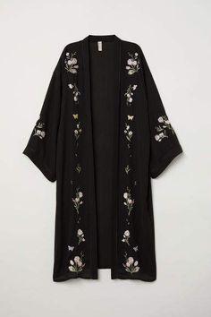 Kimono with Embroidery - Black/flowers - Ladies Abaya Fashion, Muslim Fashion, Kimono Fashion, Modest Fashion, Fashion Dresses, Tokyo Fashion, Abaya Mode, Online Fashion, Mode Kimono