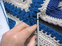 Continuous cluster join tutorial and pattern for joining afghan.Squares together!! This is a really good joining method! ༺✿Teresa Restegui http://www.pinterest.com/teretegui/✿༻