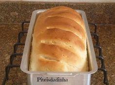 Quando eu procurava uma receita p/fazer um pão de forma, lembrei da receita de brioche que eu tinha visto no blog da Teresa. O modelo origi...