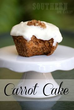 A recipe for Healthy Carrot Cake that's low fat, gluten free and can be vegan too! This is the best carrot cake you'll ever make! Low Fat Carrot Cake, Gluten Free Carrot Cake, Healthy Carrot Cakes, Best Carrot Cake, Healthy Sweets, Healthy Food, Healthy Recipes, Diet Recipes, Cake Recipes