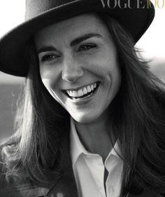 Kate Middleton estampa capa da edição de 100 anos da Vogue inglesa