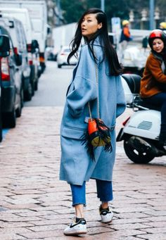 nice bag cool street wear More Clothing, Shoes & Jewelry : Women : Clothing : Jeans : outfits Fashion Mode, Fashion Week, Winter Fashion, Fashion Trends, Blue Fashion, Daily Fashion, Street Fashion, Komplette Outfits, Fashion Outfits