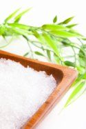 Epsom salt detox bath - Use very hot water. Add 1 c. baking soda (to neutralize chlorine in unfiltered water); 1 c. 1 T cayenne pepper; 2 T ground ginger; eucalyptus oil to 2 lbs epsom salts. Shower afterwards. Beauty Make Up, My Beauty, Beauty Secrets, Health And Beauty, Health And Wellness, Health Tips, Beauty Hacks, Hair Beauty, Bath Recipes