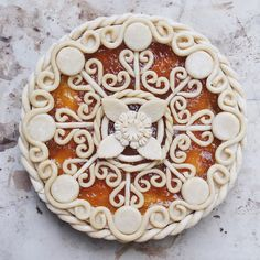 Apricot mango pie with filigree swirl design crust with floral and dotty decorations Tart Recipes, Dessert Recipes, Desserts, Creative Pie Crust, Mango Pie, Pie Crust Designs, Baking Station, Just Pies, Pie Decoration