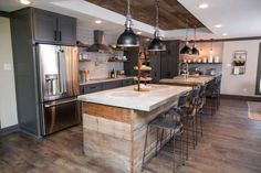 David is tired of the city life and wants to put down some roots in his hometown of Waco, Texas. So who does he commission to help him with this transition? He gets the HGTV dynamic design duo, Chip and Joanna, of course!