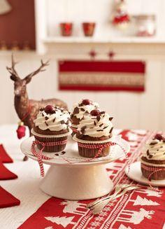 Gewürz-Cupcakes mit Kirschen - schmecken nicht nur zu Weihnachten :-)