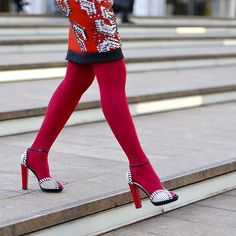 Sandali con calze: IN o OUT? Rischi e consigli su un trend che spopola!