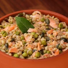 """This is """"Orzotto con salmone all'arancia, piselli e semi di zucca tostati"""" by Al.ta Cucina on Vimeo, the home for high quality videos and the people… Cold Lunch Recipes, Cold Lunches, Healthy Crockpot Recipes, Healthy Dinner Recipes, Food Videos, Semi, Chicken Recipes, Good Food, Stuffed Peppers"""