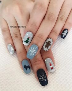 : 50 Gorgeous And Cute Christmas Square Nail Designs For The Coming Holiday - Page 13 of 50 - Chic Hostess - Nail Art Design Nail Art Noel, Xmas Nail Art, Christmas Gel Nails, Holiday Nail Art, Christmas Nail Art Designs, Winter Nail Art, Autumn Nails, Nail Art For Christmas, Winter Nails Colors 2019