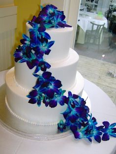 I like the simplicity of the cake against the orchids