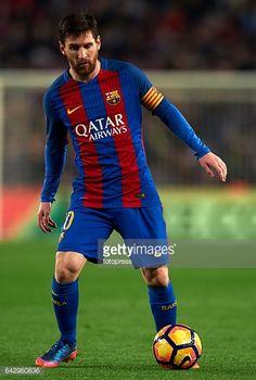 Fotografía de noticias : Lionel Messi of Barcelona in action during the La...