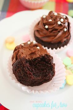 One Bowl Chocolate Cupcakes for Two Treat yourself (and your sweetie) to these delicious, decadent small-batch chocolate cupcakes with Nutella frosting. Cupcake Recipes, Baking Recipes, Cupcake Cakes, Dessert Recipes, Single Cupcake Recipe, Nutella Frosting, Chocolate Buttercream, Chocolate Ganache, Köstliche Desserts