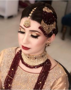 5 Amazing and Unique Tips and Tricks: Jewelry Organizer Homemade jewelry advertising pearls. Pakistani Bridal Makeup, Pakistani Jewelry, Pakistani Wedding Dresses, Indian Jewelry, Men's Jewelry, Wedding Jewelry, Fashion Jewelry, Silver Jewelry, Gold Jewellery