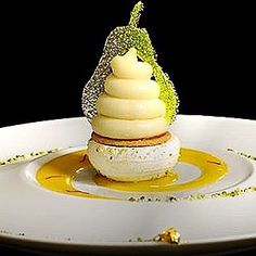 Pear by @julienalvarezofficiel #plating #presentation