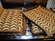 Cornulete fragede cu nuca si cu vanilie (3) Waffles, Breakfast, Food, Morning Coffee, Essen, Waffle, Meals, Yemek, Eten