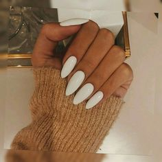 Semi-permanent varnish, false nails, patches: which manicure to choose? - My Nails White Acrylic Nails, Almond Acrylic Nails, White Nails, Aycrlic Nails, Nude Nails, Hair And Nails, Glitter Nails, White Almond Nails, Perfect Nails