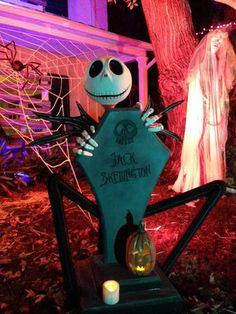 Halloween Forum member SavageEye Halloween cemetery build jack skellington