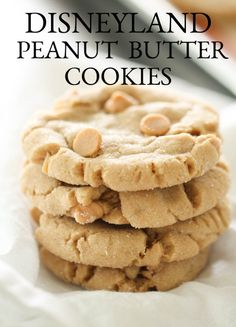 Copycat Disneyland Peanut Butter Cookies Recipe - - A copycat of one of my favorite cookies of all time: Disneyland's Bakery-Style Peanut Butter Cookies! Homemade Peanut Butter Cookies, Classic Peanut Butter Cookies, Butter Chocolate Chip Cookies, Peanut Butter Chips, Peanut Butter Cookie Recipes, Peanut Butter Sandwich Cookies, Butter Sugar Cookies, Peanut Cookies, Mini Desserts
