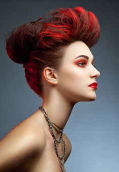 Pravana stylists are getting the low down on a very hot fashion and editorial trend: mini crimping.