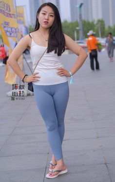 Best 12 Yoga Pants are a trend that has received attention from multiple sources – Your Cuties yogapants tights tightslover – SkillOfKing. Jeggings Outfit, Tights Outfit, Leggings Fashion, Yoga Pants Girls, Girls In Leggings, Sexy Hot Girls, Cute Girls, Hot Japanese Girls, Cute Girl Photo