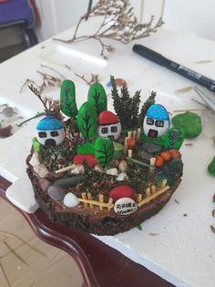 Cardboard Car, Pebble Art, Stone Art, Stone Painting, Rock Art, Painted Rocks, Snow Globes, Hobbit, Crafts