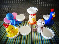Cris Ubara - Biscuit para festas: Turma da galinha pintadinha (porta docinho) Porcelain Clay, Cold Porcelain, Clay Candle Holders, Chef Kitchen Decor, Cake Pops, Biscuits, Polymer Clay, Crafts For Kids, Birthdays
