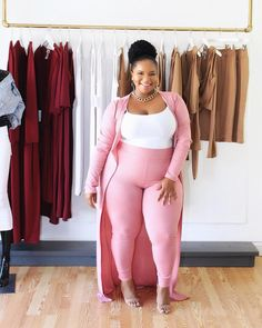 Just because it's Wednesday 💗 Wearing the Janie Cardigan + Jia Legging from the @vanitybykenyak X TheCurveSlayer Collection! Click my link…