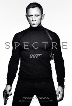 007 James Bond karakterini yine Daniel Craig üstlenirken, bu filmde kendisine ödüllü Fransız oyuncu Léa Seydoux 'un (Madeleine Swann) yanı sıra yeni isimler olan İrlandalı aktör Andrew Scott, Dave Bautista, Monica Bellucci ve Christoph Waltz (Oberhauser) yer alıyor. Skyfall'da yer alıp da bu filmde de seyredeceğimiz oyuncular ise Ralph Fiennes, Naomie Harris, Ben Whishaw ve Rory Kinnear. Yönetmenliğini yine Sam Mendes'in üstlendiği filmin senaryosu ise John Logan'a emanet.