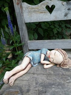 Sleeping elf - How To Forge Pottery Sculpture, Sculpture Clay, Clay Art Projects, Clay Crafts, Ceramic Animals, Ceramic Art, Sculptures Céramiques, Concrete Art, Clay Figures