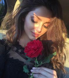 LunasAngel♡ Teenage Girl Photography, Girl Photography Poses, Girl Photo Poses, Girl Photos, Brenda, Arabian Beauty, Girls Dp Stylish, Profile Picture For Girls, Selfie Poses