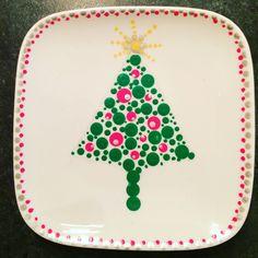 Kerst 'stipsel' Christmas Open House, Christmas Crafts, Christmas Decorations, Ceramic Cafe, Ceramic Pottery, Pottery Painting, Dot Painting, Stippling Art, Mandala Dots