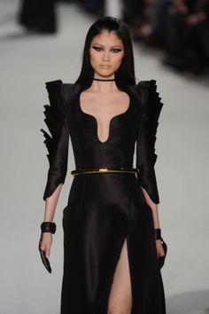 Stéphane Rolland, HC SS12, Paris, future fashion, futuristic girl, black clothing, futuristic style, black dress, gold, futuristic girl by FuturisticNews.com