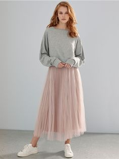 New Look are showing you 3 ways to wear the tulle skirt. Whether it's for casual days or a special occasion, discover how to style this wardrobe must-have. Midi Skirt Outfit Casual, Pleated Skirt Outfit, Skirt Outfits, Midi Skirts, Tulle Skirt Dress, White Tulle Skirt, Tuelle Skirts, Simple Outfits, Trendy Outfits