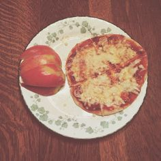 Fit Girl's Guide 28 Day Jumpstart Challenge pita pizzas, so amazing!
