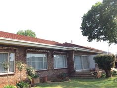 Peaceful Garden Cottage - Peaceful Garden Cottage is situated in Elarduspark, a suburb in Pretoria.The cottage, which is attached to the main house, has one bedroom and an en-suite bathroom. There is a well-equipped kitchen, an ... #weekendgetaways #pretoria #southafrica