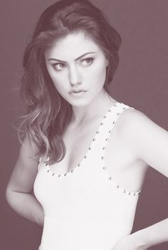 Phoebe Tonkin.(Cleo from H2O: Just Add Water)