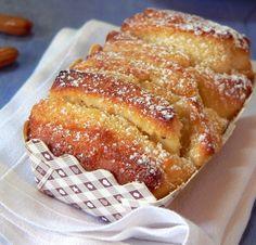 עוגת שמרים עם קרם שקדים לימוני. שקדים פרוסים מעניקים את המגע הסופי ( צילום: מרילין איילון )
