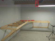 New House, new project: Workbench! Home Office Closet, Diy Office Desk, Home Office Space, Diy Desk, Home Office Decor, Computer Desk Organization, Workbench Organization, Garage Workbench Plans, Diy Workbench