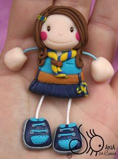 Girl Scout Swap, Girl Scouts, Polymer Clay Projects, Diy Clay, Hat Crafts, Mini Craft, Pasta Flexible, Girl Guides, Design Crafts