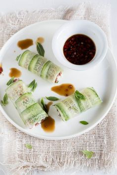 I am of the opinion that you can never have too many recipes for delicious springrolls so here is another one, by Donna Hay this time!