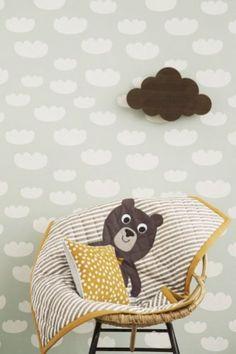 Behang Cloud mintgroen van Ferm Living - zelf maken, muurtje verven, sjabloon maken en met witte latex wolken maken.