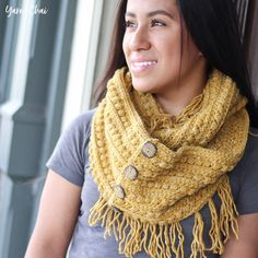 This pattern is part of the Fall 2017 Malia CAL (Crochet-Along). To view the other patterns in this collection (including a beanie, slouch, and buttoned cowl), please visit the Malia CAL Homepage.       The third pattern in the Malia CAL is a gorgeous infinity scarf! The texture in this scarf