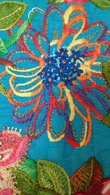 CAFÔFU - ATELIÊ DE ARTE: TENDENCIA - BORDADO EM CHITA Crewel Embroidery Kits, Hungarian Embroidery, Vintage Embroidery, Floral Embroidery, Cross Stitch Embroidery, Embroidery Patterns, Lazy Daisy Stitch, Embroidery Techniques, Embroidered Flowers