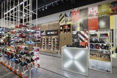 Crosstown Running Nike store by Bearandbunny, London UK sports Nike Store London, Ar Max, Shoe Store Design, Uk Retail, Hotel Concept, Sneaker Stores, Window Styles, Nike Running, Retail Design