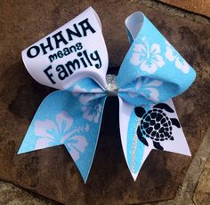 Ohana means family Cheer bow – Tropical Cheer Bow von DistinctlyDragonfly auf Etsy Disney Cheer Bows, Cute Cheer Bows, Cheer Hair Bows, Cheerleading Bows, Cheer Stunts, Cheer Mom, Big Bows, Cheer Jumps, Volleyball Bows